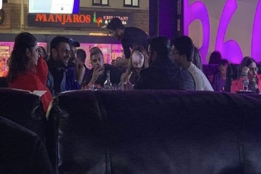 After PCB, Shoaib Malik Issues Clarification on Viral Shisha Video, Says it Was From Two Days Before India-Pak