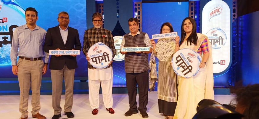 Minister of Transport Nitin Gadkari, Amitabh Bachchan and Senior Vice President and MD of RB Hygiene & Home, South Asia, RB, Narasimhan Eswar during the launch of Harpic-News18 Mission Paani Campaign in Mumbai. (Image: News18)