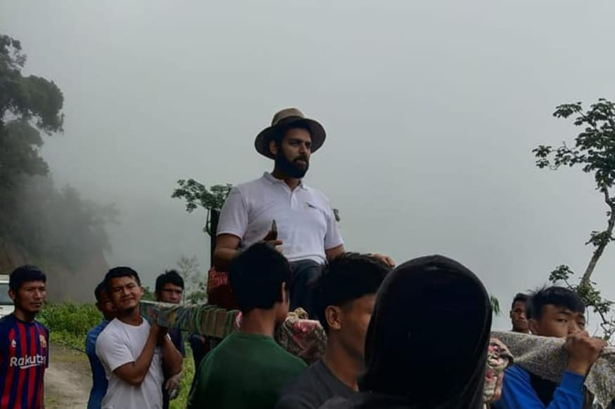 On Way to Review PMGSY Project, Deputy Commissioner 'Honoured' with Palanquin Ride by Mizoram Villagers