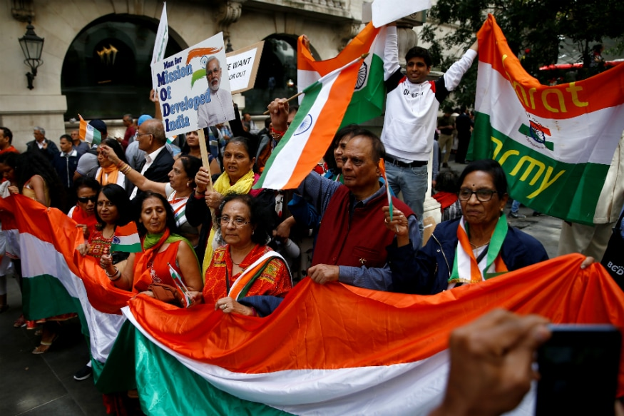 Pro-India demonstrators outside the Indian High Commission in London on August 15, 2019. (REUTERS/Henry Nicholls)