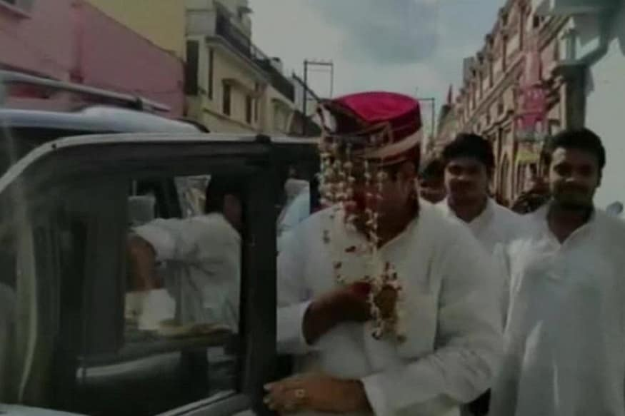 Stopped from Attending Akhilesh's Rally, SP Leaders Dash in With 'Baraat' & a 'Sehra' Donning Groom