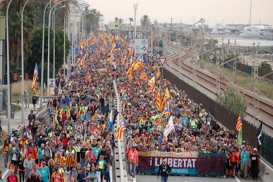 Clashes Erupt in Central Barcelona As Half a Million Separatists Rally