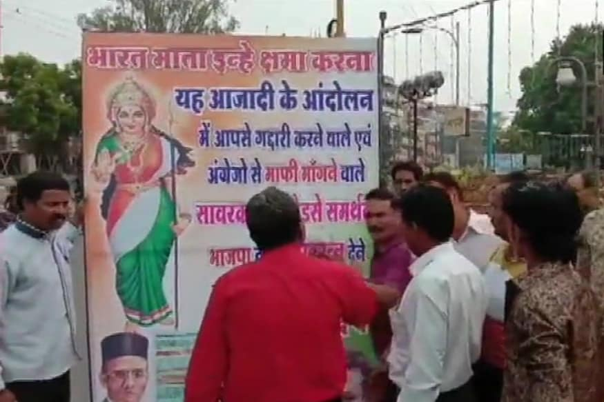 Congress Workers Put up Posters in Indore Attacking BJP for Promising Bharat Ratna for Veer