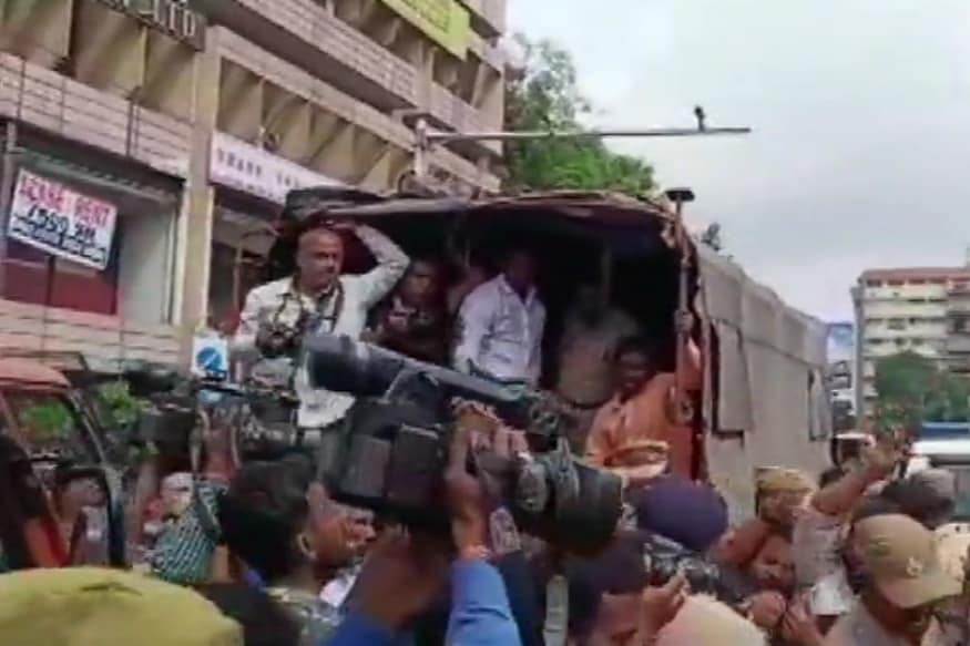 Congress Attempts to Lay Siege to CM K Chandrasekhar Rao's House Foiled, Scores Held