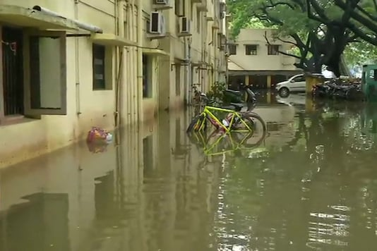 Nearly 800 people have been evacuated from low-lying areas in Cuddalore district. (Image: ANI/Twitter)