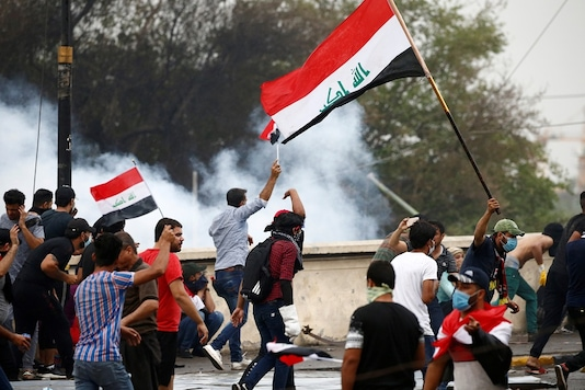 Demonstrators disperse as Iraqi security forces use tear gas during a protest over corruption, lack of jobs, and poor services, in Baghdad, Iraq October 25, 2019. (Image: REUTERS)