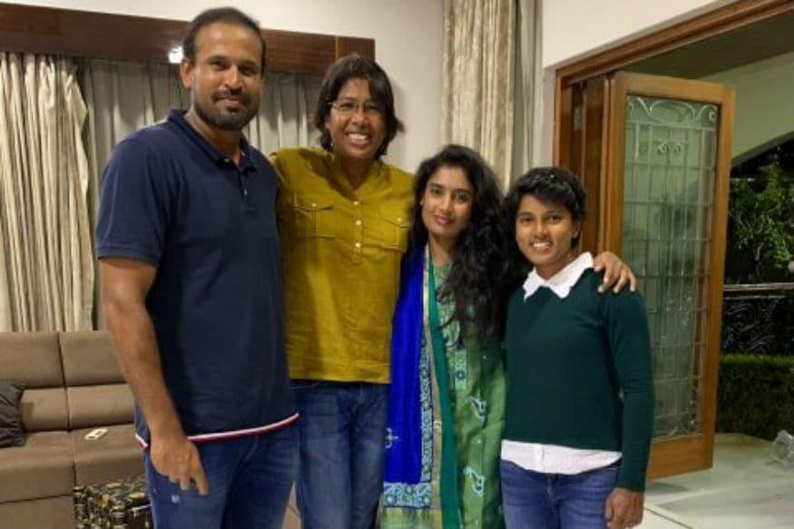 Mithali Raj, Jhulan Goswami and Punam Raut Enjoy Dinner at Yusuf Pathan's House