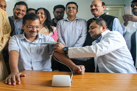 File photo: Chief Minister Arvind Kejriwal undergoing blood pressure tests after inauguration of Aam Aadmi Mohalla Clinic at Sangam Vihar Flyover, Wazirabad in New Delhi. (PTI)