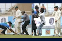 Quinton de Kock's Reaction After Indian Fan Breaches Security to Touch His Feet is Priceless
