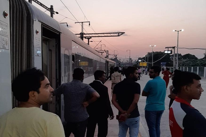 Delhi-bound Vande Bharat Express Stranded at Allahabad Station, Hapless Passengers Tweet for Help