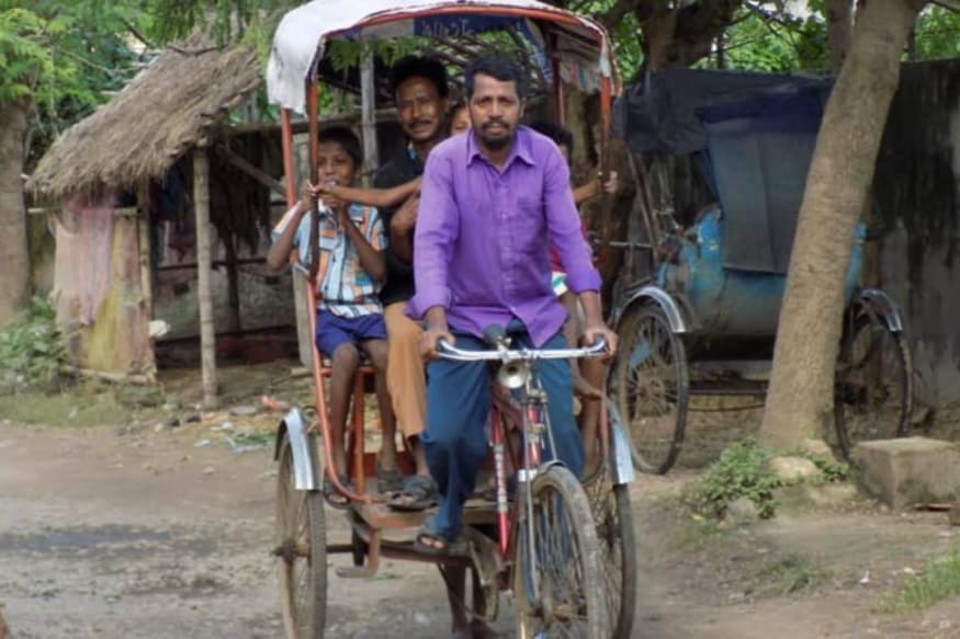 Watch: Three-year-old Child Falls from Second Floor on a Moving Rickshaw, Miraculously Escapes Unhurt