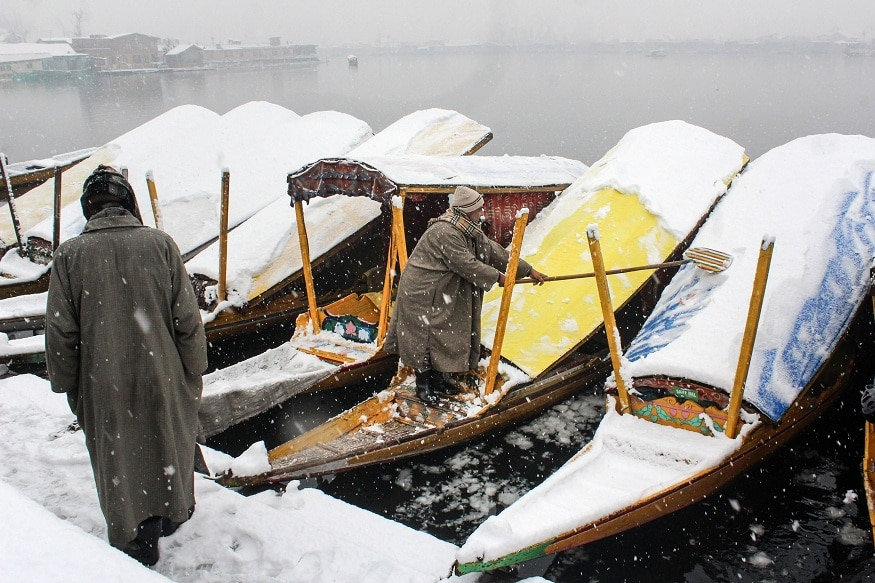Frost Covers Roads in Kashmir, Ladakh as Mercury Plunges Below Zero Degree Celsius after Snowfall