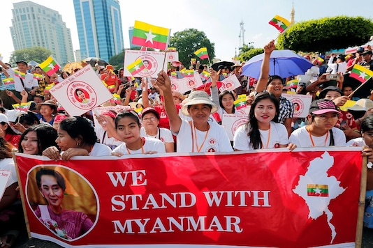 People gather to rally in support of Myanmar State Counsellor Aung San Suu Kyi before she heads off to the International Court of Justice (ICJ). (Reuters)