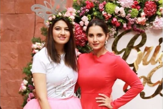 Anam Mirza (L) and Sania. (Photo Credit: @mirzasaniar)