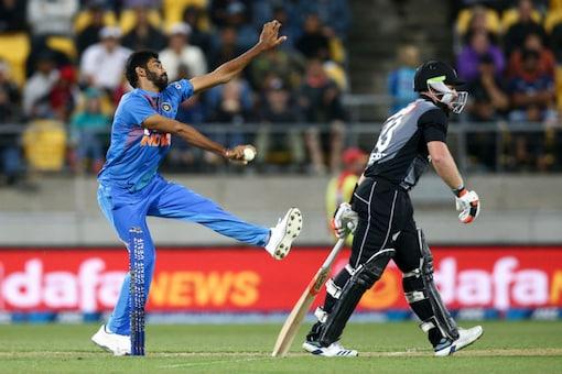 Jasprit Bumrah bowls in super over. (Twitter/ ICC)