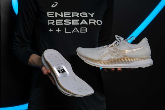 Asics Has Decided to Make a Smart Shoe, And It Will do More Than Just Count Steps