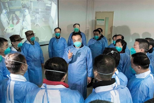 Chinese Premier Li Keqiang speaks with medical workers at Wuhan Jinyintan Hospital in Wuhan in central China's Hubei province. China expanded its sweeping efforts to contain a deadly virus, extending the Lunar New Year holiday to keep the public at home and avoid spreading infection. (Image: AP)