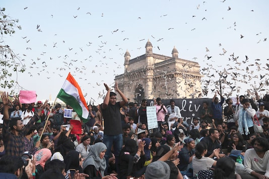 File photo: Students stage a protest near the Gateway of India to condemn the violence at Delhi's, Jawaharlal Nehru University, in Mumbai. (Image: PTI)