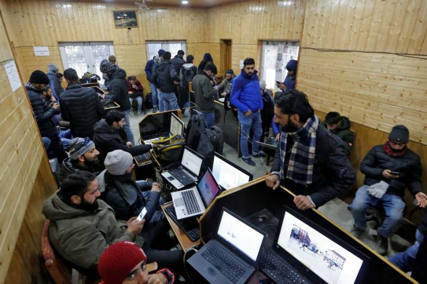 Low-speed Mobile Internet Service Temporarily Snapped in Kashmir Hours after Restoration