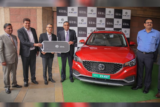 MG ZS EV being delivered to EESL. (Image source: MG Motor)