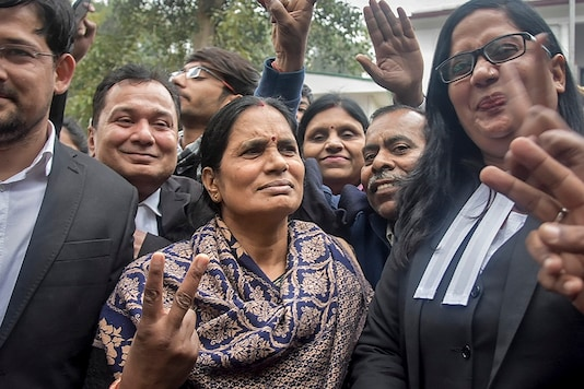Nirbhaya case victim's mother flashes the victory sign along with lawyers after a court issued death warrants against the four convicts in the case, outside Patiala House Courts in New Delhi, Tuesday, January 7, 2020.  (Image: PTI)