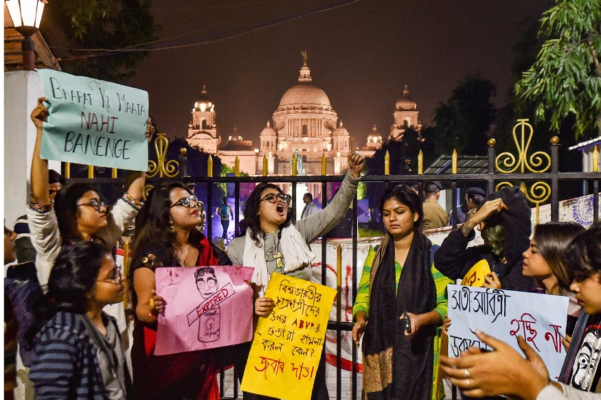 Students Protest Outside Victoria Memorial as BJP MP Swapan Dasgupta Addresses Kolkata Literary Meet