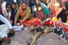 Women Perform 'Havan', Pray for Rollback of CAA as Stir at Clock Tower in Lucknow Enters 6th day