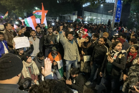 Hundreds of people reached the Delhi Police Headquarters late on Sunday night, alleging inaction by police during JNU violence.