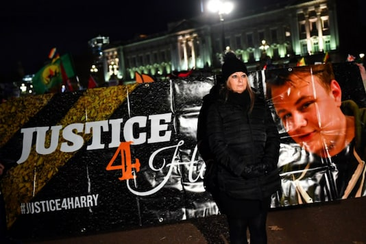 Harry Dunn's mother Charlotte Charles poses in front of a banner outside the Buckingham Palace as people demonstrate during US President Donald Trump's visit for NATO summit, in London on December 3, 2019. (REUTERS/Dylan Martinez)