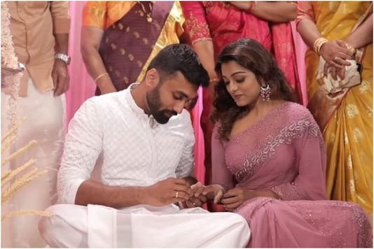 Malayalam TV Host Meera Anil Finds the Love of Her Life, Gets Engaged to Vishnu