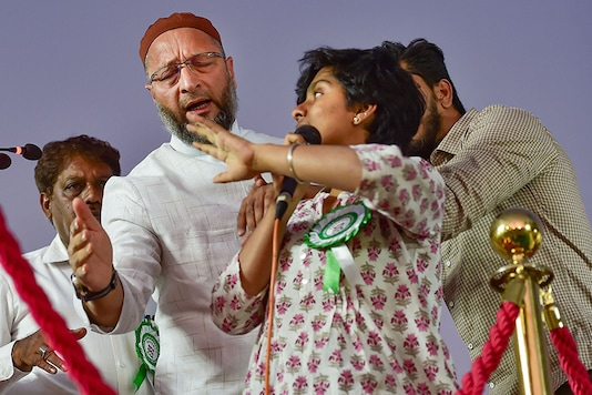File photo of AIMIM chief and Hyderabad MP Asaduddin Owaisi rushing to take the mic from student activist Amulya Leona, who has been accused of sedition for chanting 'Pakistan Zindabad' on stage at an anti-CAA rally in Bengaluru.