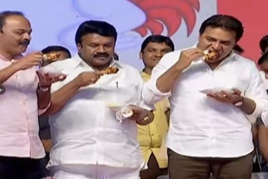 Telangana ministers eat chicken on public stage, to dispel rumours about coronavirus (Twitter)
