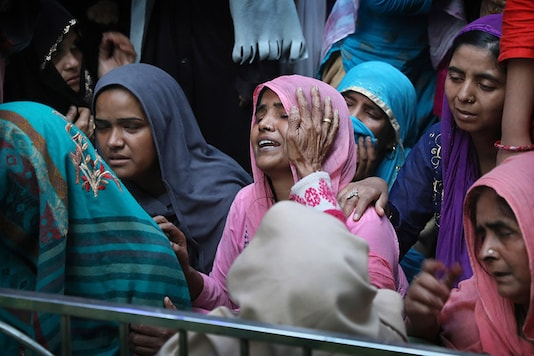 Relatives and neighbours wail near the body of Mohammad Mudasir, 31, who was killed in communal violence in New Delhi. (Image: AP)