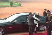 Donald Trump in India: PM Modi Arrives at Rashtrapati Bhawan in BMW 7-Series, Ditches Range Rover SUV