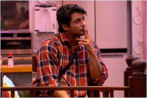 Coronavirus Lockdown: Sidharth Shukla Requests Fans to Stay Indoors, Says Please Don't Treat This Like a Vacation