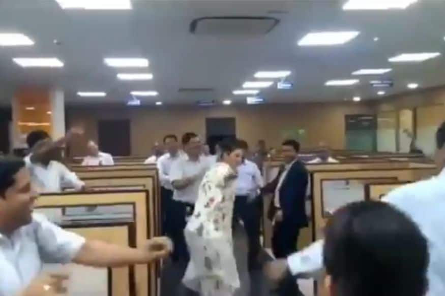 CEO Dipali Goenka Dances with Employees in Video, Twitter Asks Other Bosses to Take Note