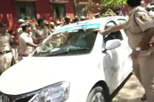 A screen grab of the car in which the lawyers were travelling in Dharwad on Monday. (News18)