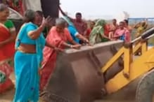 Video of Desi Women Using a JCB in the Most 'Jugaad' Way Goes Viral
