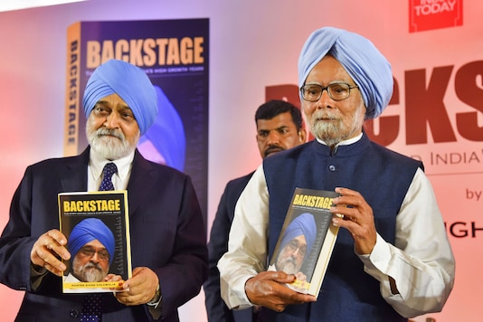 Former prime minister Manmohan Singh, with former deputy chairperson of the erstwhile Planning Commission Montek Singh Ahluwalia (L), launches the latter's book