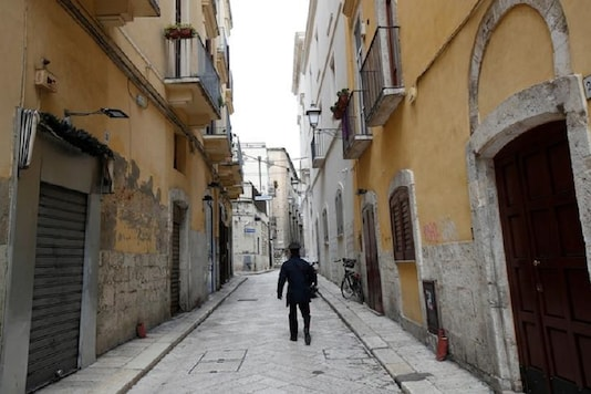 A Carabinieri officer walks in the old town in Bari as the spread of the coronavirus disease (COVID-19) continues, in Bari, Italy, March 27, 2020. REUTERS/Alessandro Garofalo