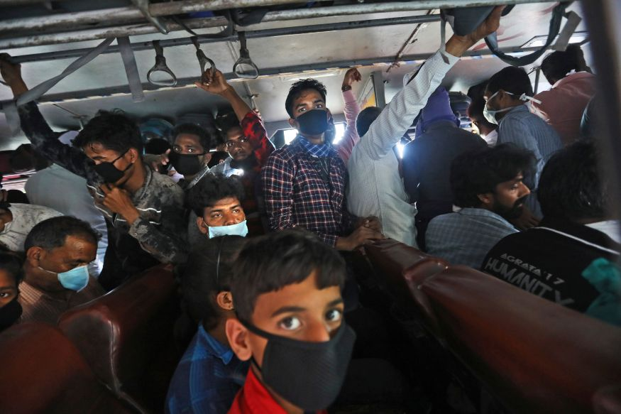 Delhi Deploys 570 Buses to Drop Migrants to Border Amid COVID-19 Lockdown