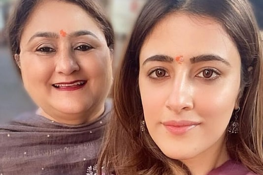 Nupur Sanon Visits Mumbai's Siddhivinayak Temple With Mother