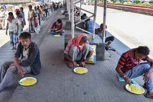 Kolkata: Homeless people consume meals distributed by Railway Protection Force (RPF), during a nationwide lockdown in the wake of coronavirus pandemic, in Kolkata, Sunday, March 29, 2020. (PTI Photo/Swapan Mahapatra)