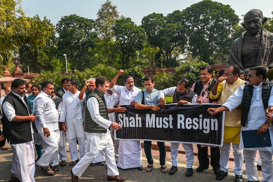 Delhi: Congress MPs Rahul Gandhi, Shashi Tharoor and others raise slogans during a protest over Delhi violence, at Parliament during the ongoing Budget Session, in New Delhi, Monday, March 2, 2020. (PTI Photo/)