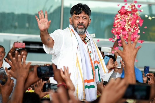 Congress leader DK Shivakumar being welcomed by his supporters in Bengaluru.