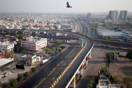 A view shows empty roads during Covid-19 lockdown in Ahmedabad, Gujarat. (REUTERS)
