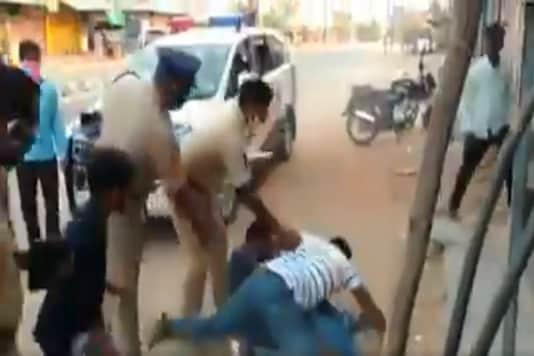 Telangana cop suspended for 'manhandling' man during ongoing lockdown. (Twitter)
