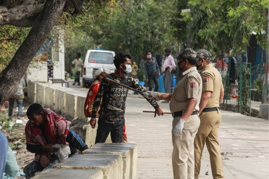 Villagers Attack UP Cops With Sticks Rods for Enforcing Social Distancing Amid Virus Lockdown
