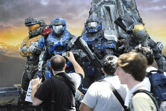 Crowds walk past the Halo Reach display at the Los Angeles Convention Center Electronic Entertainment Expo (E3) in Los Angeles, California June 15, 2010. The annual E3 trade show highlights the computer and video games industry and is presented by the Entertainment Software Association.  REUTERS/Gus Ruelas (UNITED STATES - Tags: ENTERTAINMENT SCI TECH BUSINESS)