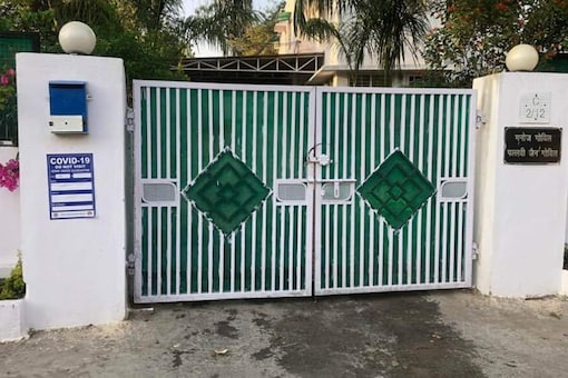 A notice has been pasted outside MP Principal Secretary (Health) Pallavi Jain Govil's residence recently after uproar. (News18)